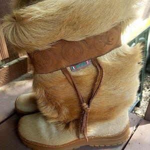 woman's Pajar tan fur boots